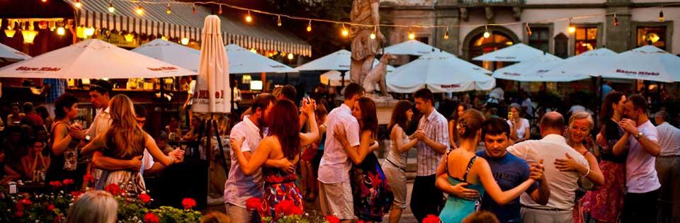 Diana Çeşmesi, Diana At Rynok Square, Lviv, Lviv Haber, Lviv Şehir Meydanı, Lviv Açık Hava dansları, Lviv de nerede dans edilir, Lviv Dans, Ukrayna Lviv