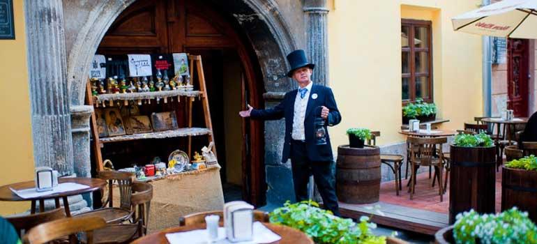 """Lviv Gaz Lambası Müze Pub Restoran - Pub-Museum """"Gas Lamp"""""""
