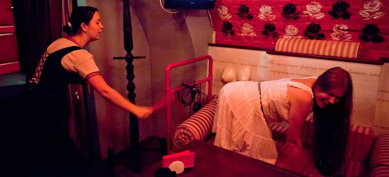 Lviv Masoch Cafe, Мазох Cafe, Lviv nereleri görmeli, Lviv Gezi, Lviv Travel, Lviv Mazoh Cafe, Lviv Erotik kafe, Lviv Erotizm Cafe, Lviv Mazoşizm