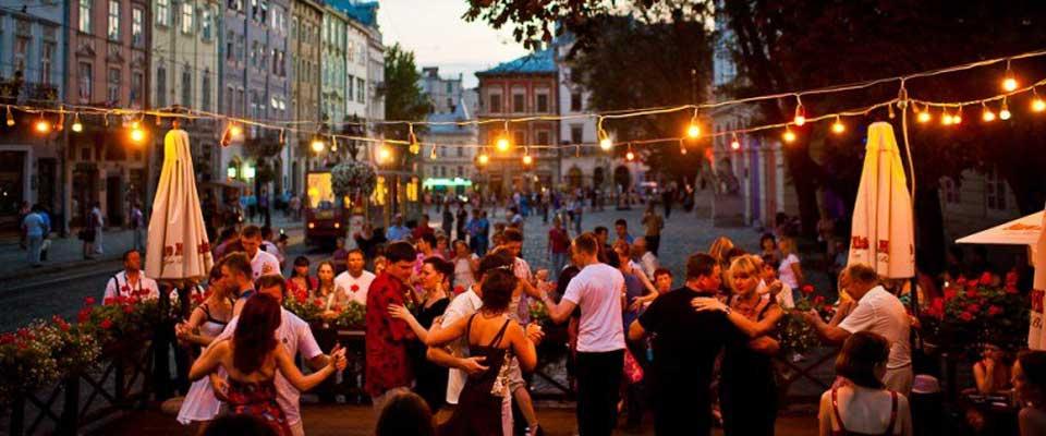 Lviv Dans Günleri Videoları, Lviv Dans Video, Lviv Latin Dans, Open Air Salsa, Lviv Salsa, Lviv Tango, Ukrayna Dans, Lviv dance School, Lviv Latin dance