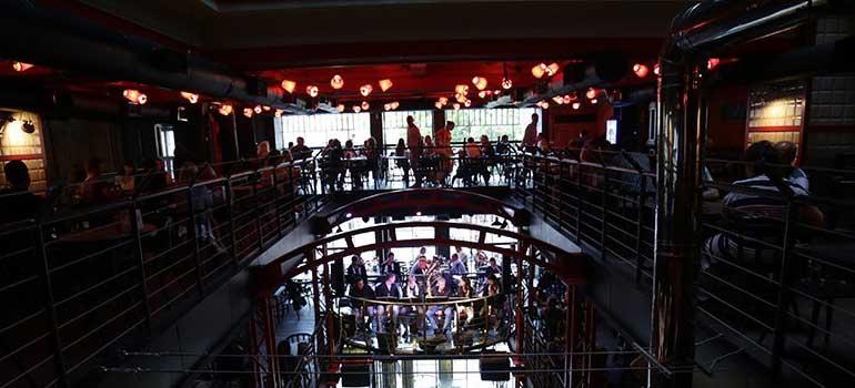Pravda Bira Evi Tiyatrosu, Pravda Beer Theatre, Правда, Lviv Beer Theatre. Lviv Pravda, Pravda Beer Theatre Lviv Ukraine, Ukrayna Lviv Bira Tiyatrosu, Lviv Merkez Güzel Mekanlar