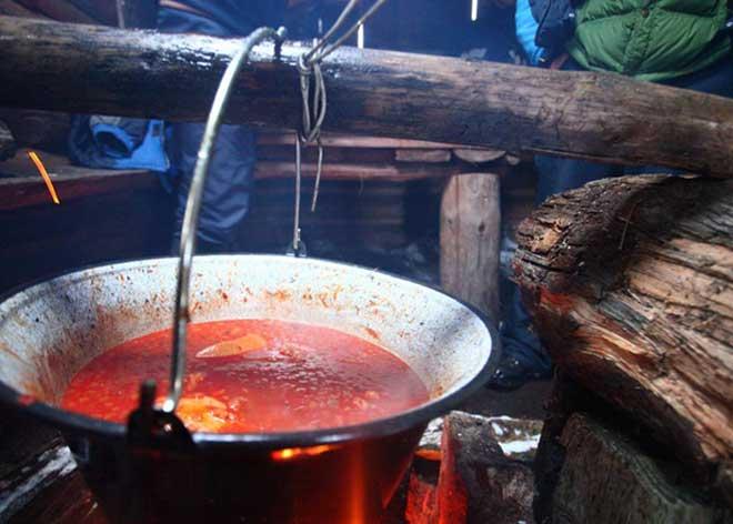 Karpatlar Tatmanız Gereken 5 Yöresel Lezzet, Karpatlar, Ukrayna Yemek Kültürü, Ukrayna Yemekleri, Ukrayna Geleneksel Yemekleri, Ukraynalılar en çok neyi yer, Ukrayna da ne yenir