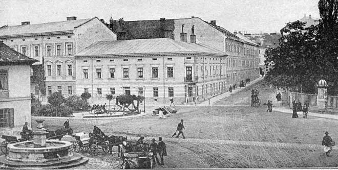 Akademi, Kuyuların Önünden Görüntü, Fotoğraf 1880 © NAC | Lviv Haber