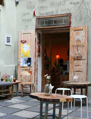 lviv_romantic_cafe01