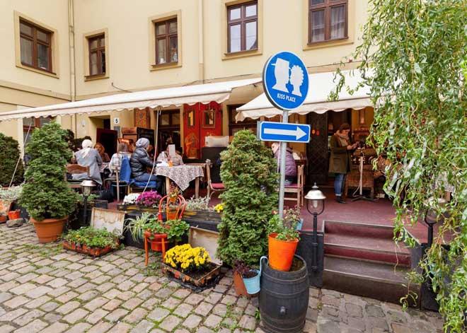 Romantik Yerler, Lviv Romantik Yerler, Lviv Panoramik, Ukrayna Lviv e Eşimle Gidebilir miyim, Lviv e gidilir mi, Lviv Neresi, Lviv in ne özelliği var, Lviv e nezaman gidilir