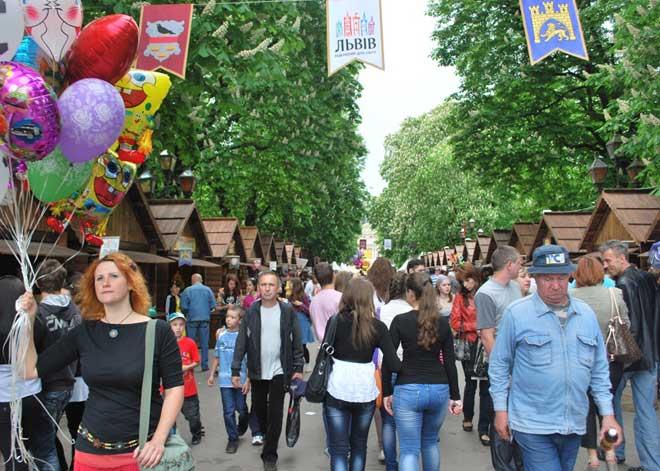 Lviv Paskalya kutlamaları, Lviv Su Savaşları, Lviv Paskalya Bayramı, Paskalya yumurtaları, Lviv Paskalya yumurtaları sergisi, Lviv Paskalya Fuarı, Lviv Festivalleri, Lviv Etnoğrafya müzesi, Lviv Halk Dansları, Lviv Dini Bayramlar, Ukrayna Halk Dansları, Lviv Fuarları