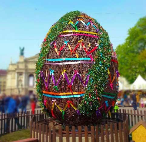 Lviv Paskalya kutlamaları, Lviv Su Savaşları, Lviv Paskalya Bayramı, Paskalya yumurtaları, Lviv Paskalya yumurtaları sergisi, Lviv Paskalya Fuarı, Lviv Festivalleri, Lviv Etnoğrafya müzesi, Lviv Halk Dansları, Lviv Dini Bayramlar, Ukrayna Halk Dansları, Paskalya Yumurtası