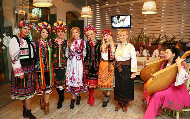 День Вишиванки, Vışıvanka Günü, Dünya Vışıvanka Günü, Ukrayna Geleneksel Kıyafetleri, Ukrayna Kültürü, Lviv Vışıvanka Günü, Lviv geleneksel yaşam