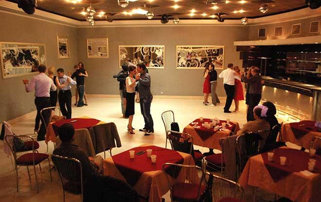 Lviv Gece Kulüpleri, Lviv Gece Hayatı, Lviv de eğlenmek için nereye gitmeli, Lviv Kulüp Rehberi, Lviv Rehberi, Lviv Geceleri, Lviv Eğlence Mekanları, Львів, Ukrayna Lviv Gece Kulüpleri, Ukrayna Lviv Gece Hayatı, Україна, ЛЬВІВ, Львів, Lviv Night Life, Lviv Night Club, Lviv milonga, lviv tango, lviv dans kulüpleri,